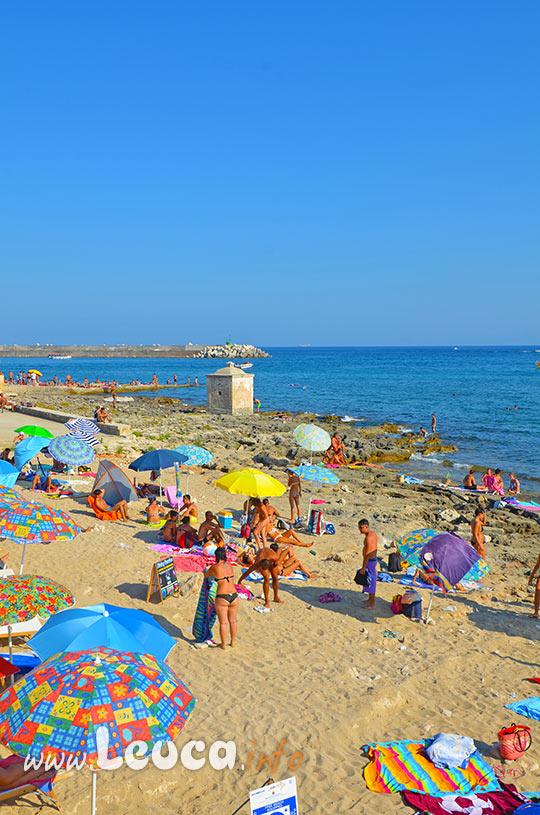 Bagnarola sulla spiaggia a Leuca