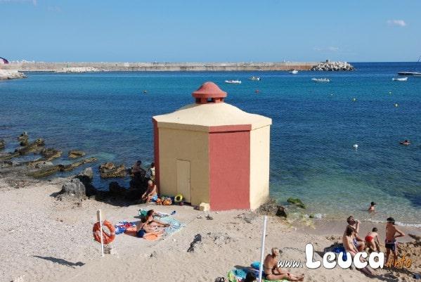 Foto bagnarola sulla spiaggia di Santa Maria di leuca.