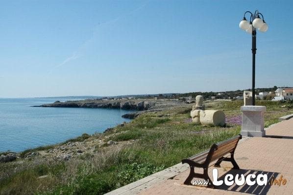 Foto belvedere su punta Ristola nella Marina di Leuca in Puglia. Sedetevi e ammirate i magnifici Tramonti sulla costa salentina.