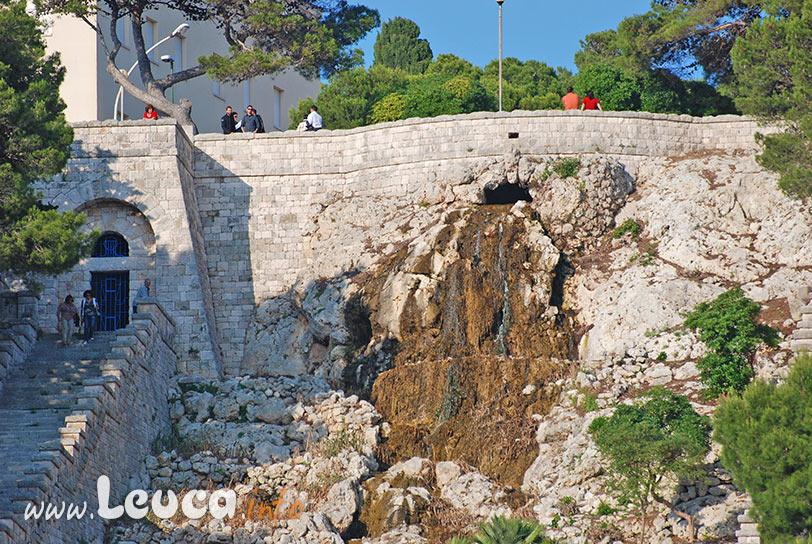Bocca di Uscita cascata Monumentale di Leuca