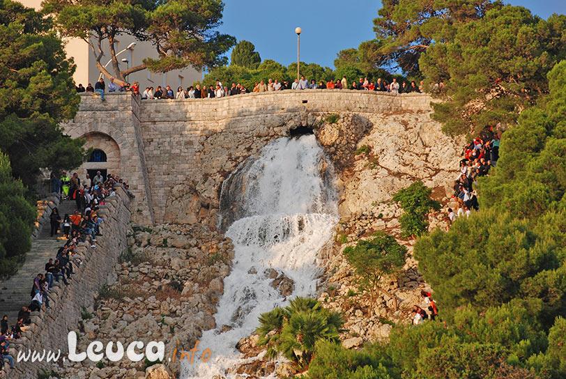 Apertura della cascata di Santa Maria di Leuca