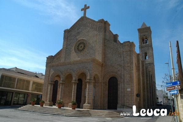 Esterno della Magnifica chiesa Cristo Re di Santa MAria di Leuca, La chiesa è ubicata al centro della marina di Leuca ed è realizzata interamente in carparo.