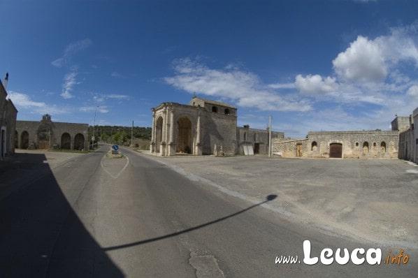 Il Santuario di Santa Maria di Leuca del Belvedere è situato lungo il tragitto che i pellegrini percorrevano per giungere al Santuario de Finibus Terrae. Può essere ammirato a Barbarano del Capo.