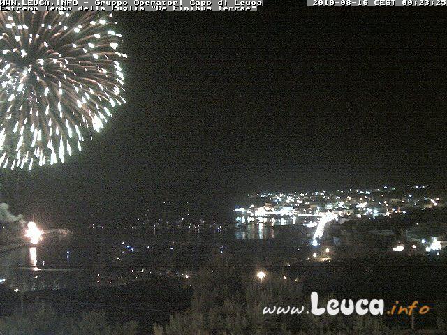 Foto fuochi pirotecnici notte 15 Agosto ripresa dalla WebCam di Santa Maria di Leuca ore 00:23 del 16 agosto 2010