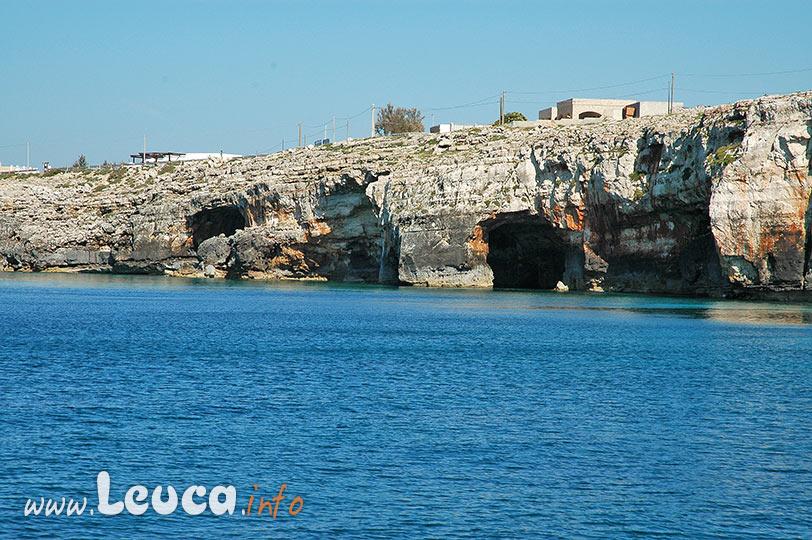 La grotta delle Tre Porte sulla costa di Leuca