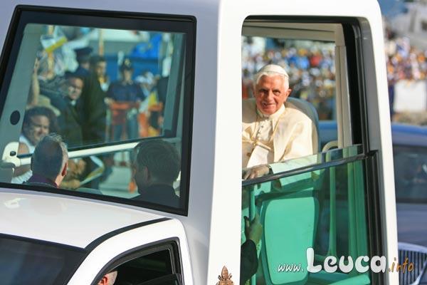 Papamobile - Foto Papa Ratzinger Benedetto XVI a Leuca - Foto Antonio Schina