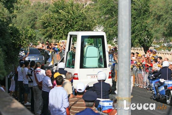 Papamobile Foto Papa Ratzinger Benedetto XVI a Leuca - Foto Antonio Schina