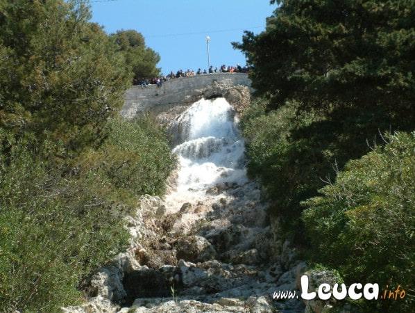 Nei primi Momenti dell'apertura della Cascata monumentale di Santa MAria di Leuca