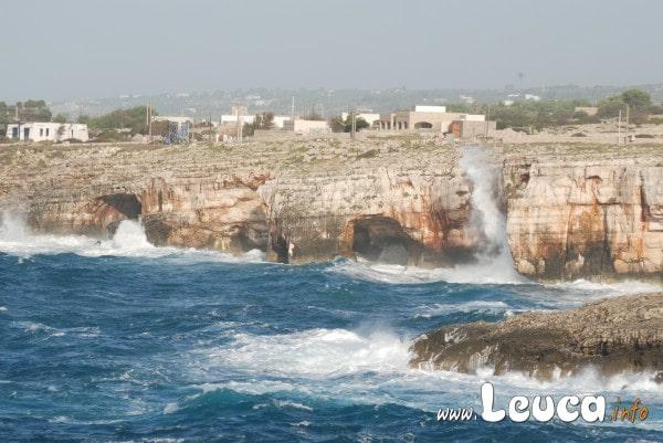 La Forza del Mare sulla costa di Santa Maria di Leuca zona Treporte. Domenica 7 novembre