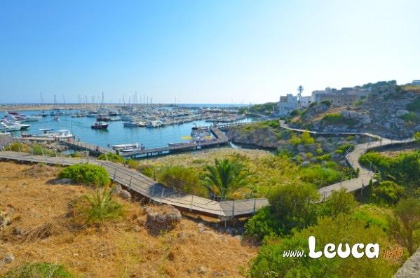 Passerella turistica vista mare litorale Santa Maria di Leuca zona Porto