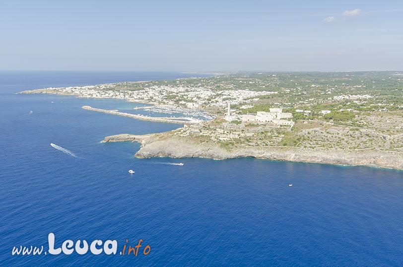 Veduta aerea di Leuca tra Punta Ristola e Punta Meliso