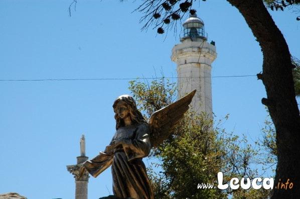 Foto dei particolari che si possono ammirare sul Santuario di santamaria di Leuca vicino al faro