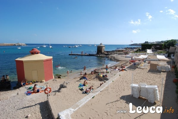 Spiaggia Santa Maria di Leuca con le caratteristiche bagnarole