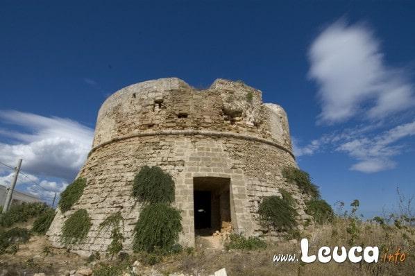 Foto Torre dell'Omo Morto Santa Maria di Leuca. Uno dei simboli della Marina