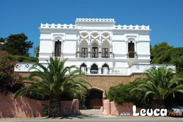 Foto di una delle tantissime ville storiche di Santa Maria di Leuca... Ognuna con particolari unici e bellissimi.