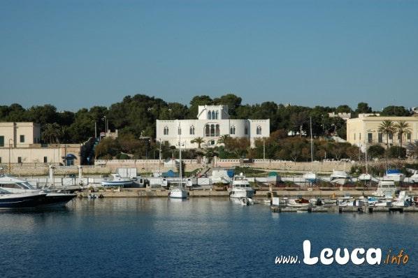 Villa storica Santa Maria di Leuca in Puglia, foto ripresa dall'area portuale