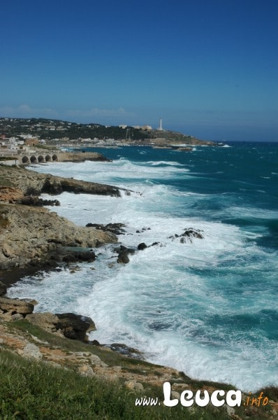 Vista Panoramica da Punta RIstola con il mare in tempesta a Santa Maria di Leuca