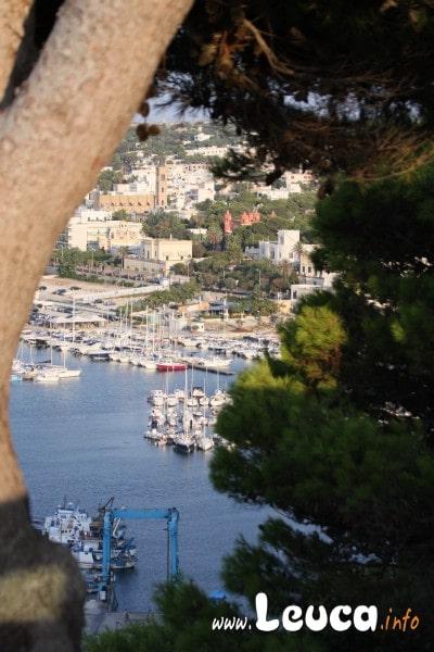 Vista del Porto di Santa Maria di Leuca dalla Scalinata che porta al Santuario Foto Sandro Simone.